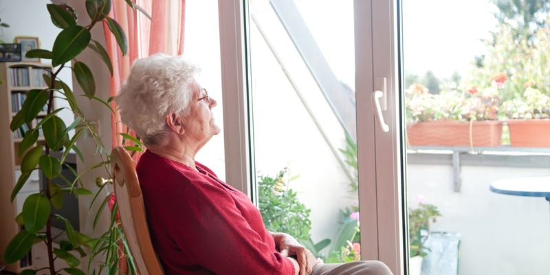 Пожилые люди телемедсестра